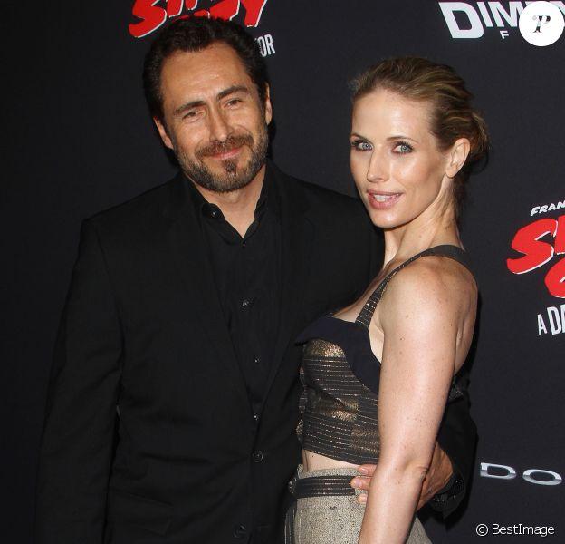 """Demian Bichir et sa femme Stefanie Sherk à la première de 'Sin City: A Dame To Kill For' au Théâtre """"TCL"""" à Hollywood, le 19 aout 2014."""