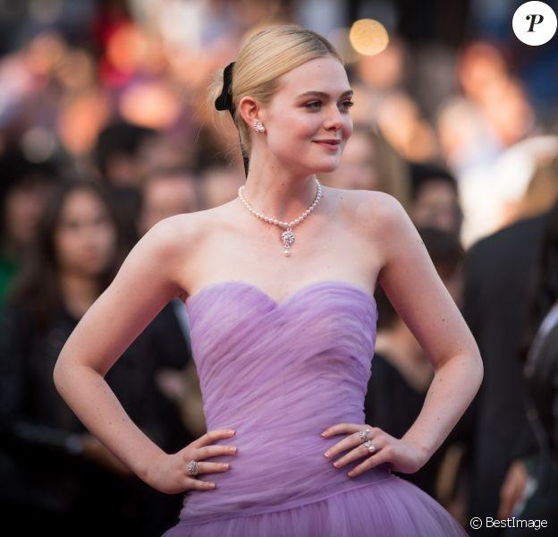 """Elle Fanning - Montée des marches du film """"Les proies"""" lors du 70ème Festival International du Film de Cannes. Le 24 mai 2017. © Borde-Jacovides-Moreau / Bestimage"""