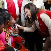"""Letizia d'Espagne : """"Gilet rouge"""" au Mozambique après le passage du cyclone Idai"""