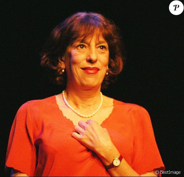 """Anémone au théâtre en 2004 pour """"Dans notre petite ville""""."""