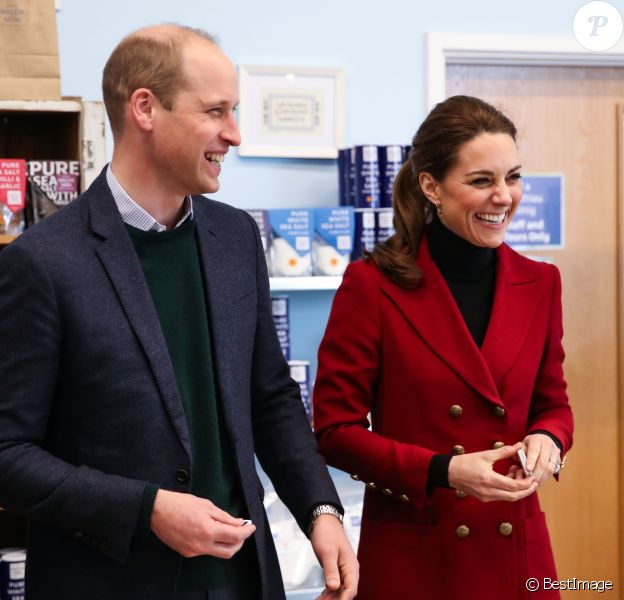 Le prince William, duc de Cambridge, et Catherine (Kate) Middleton, duchesse de Cambridge, sont initiés au processus de fabrication du sel, de la récolte manuelle à l'emballage lors de la visite de la fabrique de sel Halen Môn Anglesey Sea Salt. le 8 mai 2019.