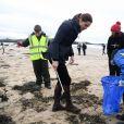 Le prince William, duc de Cambridge, et Catherine (Kate) Middleton, duchesse de Cambridge, se sont rendus dans le Nord du Pays de Galles pour rencontrer des particuliers et des organisations de la région afin d'apprendre plus sur leurs efforts pour prendre soin de leurs communautés et protéger l'environnement naturel. Newborough Beach, Anglesey, le 8 mai 2019.