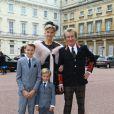 Rod Stewart arrive à Buckingham Palace avec sa femme Penny Lancaster et leurs fils Alastair and Aiden avant d'être décoré, Londres le 11 octobre 2016.