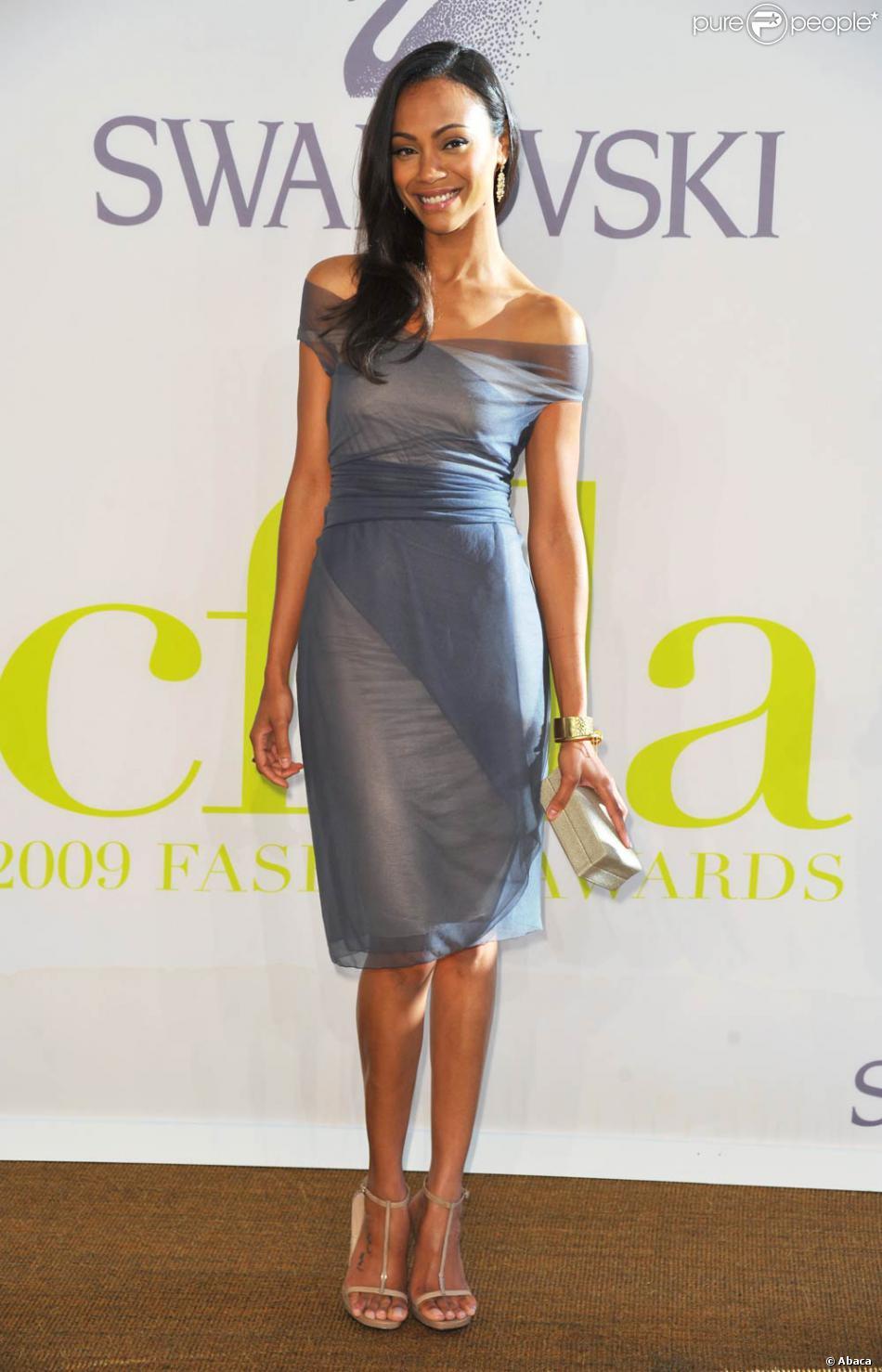 zoe saldana l 39 occasion des cfda fashion awards qui se sont tenus au alice tully hall de new. Black Bedroom Furniture Sets. Home Design Ideas