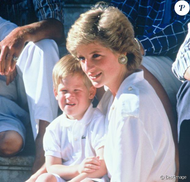 Lady Diana et le prince Harry en 1988.