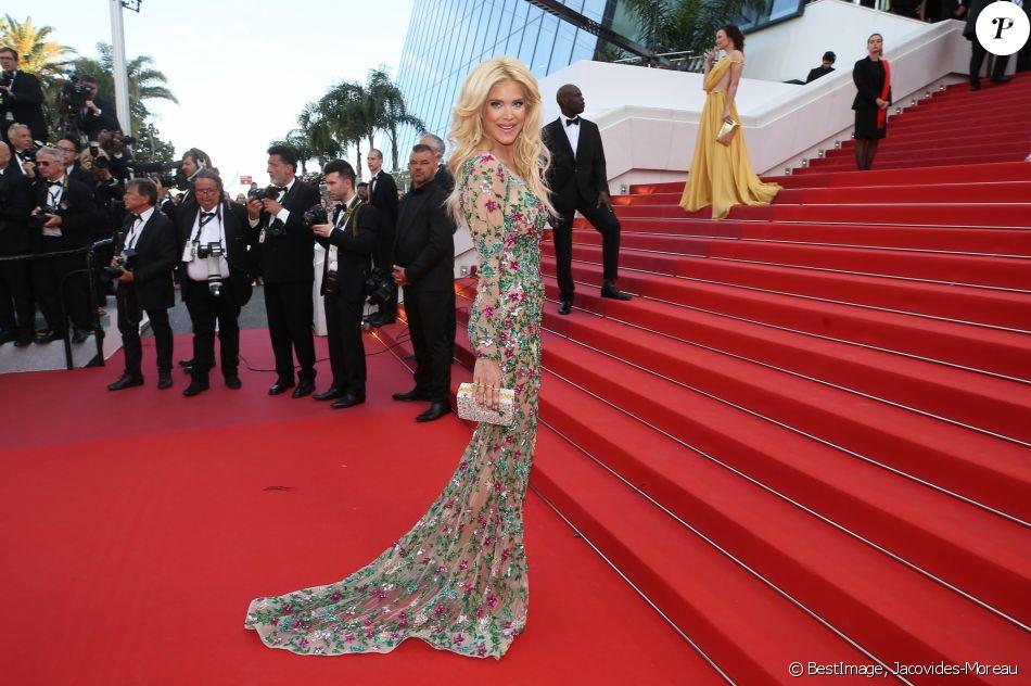 """Victoria Silvstedt monte les marches du film """"Rocketman"""" lors du 72e Festival International du Film de Cannes. Le 16 mai 2019 © Jacovides-Moreau / Bestimage"""