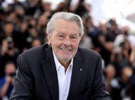 Alain Delon : Tout souriant malgré la polémique pour recevoir son prix à Cannes