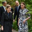 "Kate Middleton, duchesse de Cambridge, a fait visiter son jardin baptisé ""Back to Nature"" à la princesse Beatrice d'York au ""Chelsea Flower Show 2019"" à Londres, le 20 mai 2019."