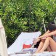 Kendall Jenner et Luka Sabbatt se prélassent au bord de la psicine de l'Hôtel du Cap-Eden Roc à Antibes, le 23 mai 2019.  Kendall Jenner pictured in a polka dot bikini as she relaxes with fellow Model Luka Sabbatt at the Hotel du Cap-Eden-Roc during the 72nd Cannes Film Festival. May 23rd, 2019.23/05/2019 - Antibes