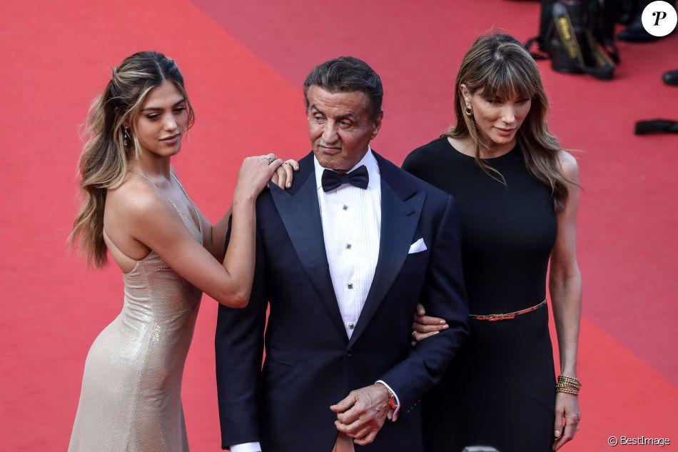 """Sylvester Stallone, sa femme Jennifer Flavin et leur fille Sistine - Montée des marches du film """"Hors Normes"""" pour la clôture du 72ème Festival International du Film de Cannes. Le 25 mai 2019 © Jacovides-Moreau / Bestimage"""