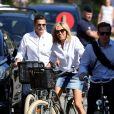 La première dame Brigitte Macron (Trogneux) part en vélo à la plage au Touquet, le 17 juin 2017. © Dominique Jacovides/Sébastien Valiela/Bestimage