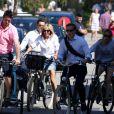 La première dame Brigitte Macron (Trogneux) part en vélo à la plage au Touquet, le 17 juin 2017 © Dominique Jacovides/Sébastien Valiela/Bestimage