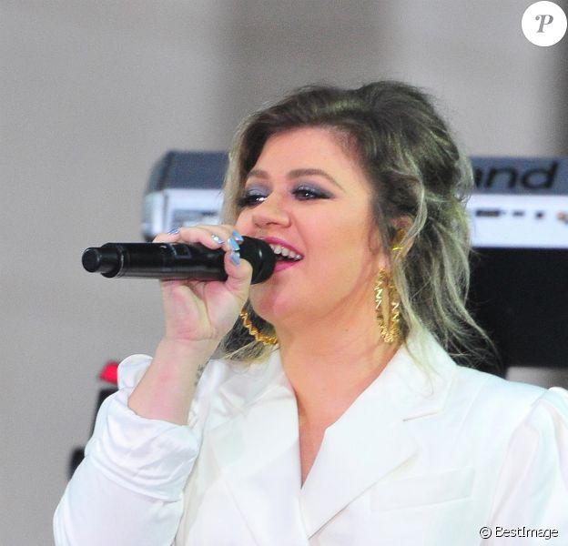 """Kelly Clarkson sur le plateau de l'émission """"NBC's Today"""" pour célébrer la """"Journée internationale de la Fille"""" à New York, le 11 octobre 2018."""