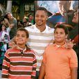 Cuba Gooding pose avec ses fils Mason et Spencer, en juin 2006.