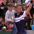 Nicolas Mahut en interview avec son fils Natanel après sa victoire au second tour de Roland-Garros le 29 mai 2019 à Paris.