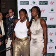 Serena et Venus Williams, lors de la grande soirée pré-Wimbledon, organisée au Roof Gardens, à Londres, le 18 juin 2009 !