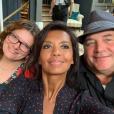 """Karine Le Marchand entourée d'Anne-Marie et Gégé de """"L'amour est dans le pré"""" saison 12 (M6), le 4 juin 2019."""
