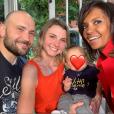 """Karine Le Marchand prend la pose avec l'agricultrice Nathalie, son amoureux Victor rencontré dans """"L'amour est dans le pré"""" saison 12... et leur bébé ! Une jolie photo de famille publiée le 5 juin 2019 sur Instagram."""