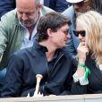 Virginie Efira et son compagnon Niels Schneider dans les tribunes des internationaux de France de tennis de Roland Garros à Paris, France, le 8 juin 2019. © Jacovides / Moreau/Bestimage