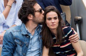 Vianney tendre et câlin avec Catherine dans les tribunes de Roland-Garros