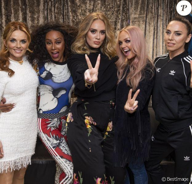 Adele rencontre les Spice Girls, Emma Bunton, Mel B (Melanie Brown), Melanie C (Melanie Chisholm), Geri Horner (Geri Halliwell),en backstage de leur dernier concert dans le cadre de leur tournée Spice World UK au stade de Wembley à Londres, Royaume Uni, le 15 juin 2019.