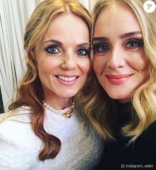 Adele prend la pose avec Geri Halliwell, à Wembley à Londres, le 15 juin 2019