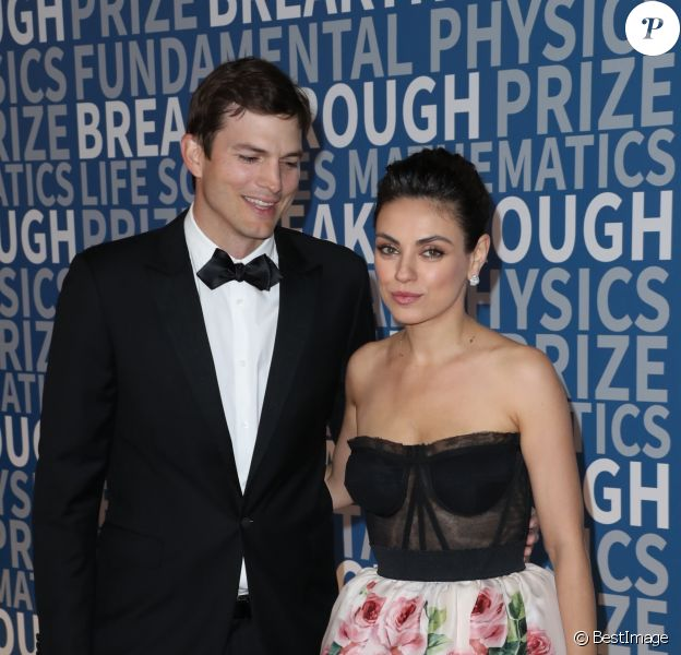 Ashton Kutcher et sa femme Mila Kunis à la 6e cérémonie Breakthrough Prize au NASA Ames Research Center à Mountain View, le 3 décembre 2017