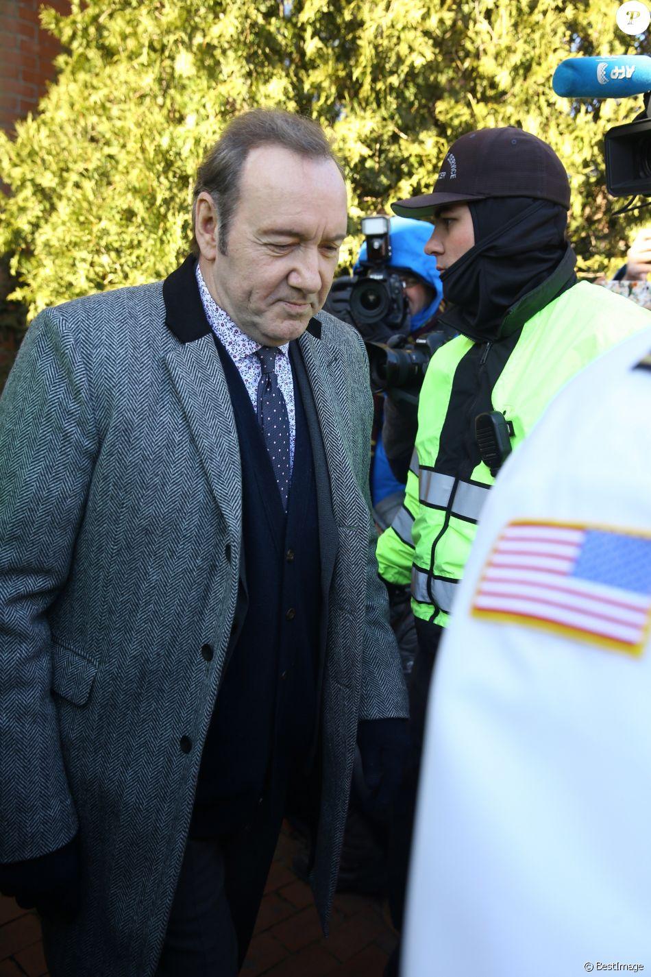 Kevin Spacey quitte le palais de justice à Nantucket, dans le Massachusetts, le 7 janvier 2019