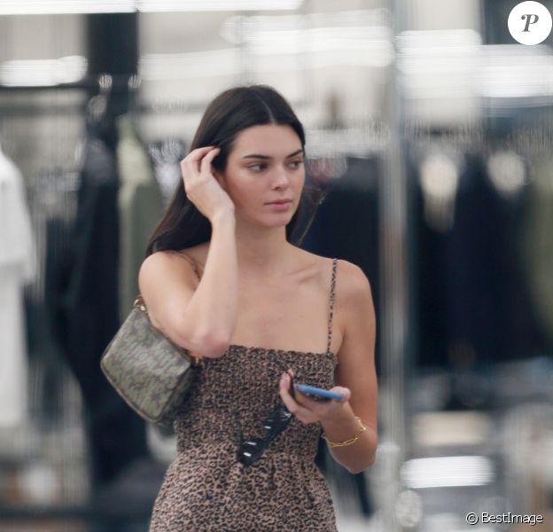 """Kendall Jenner et Luka Sabbat font du shopping chez """"Celine"""" à New York, le 19 juin 2019."""