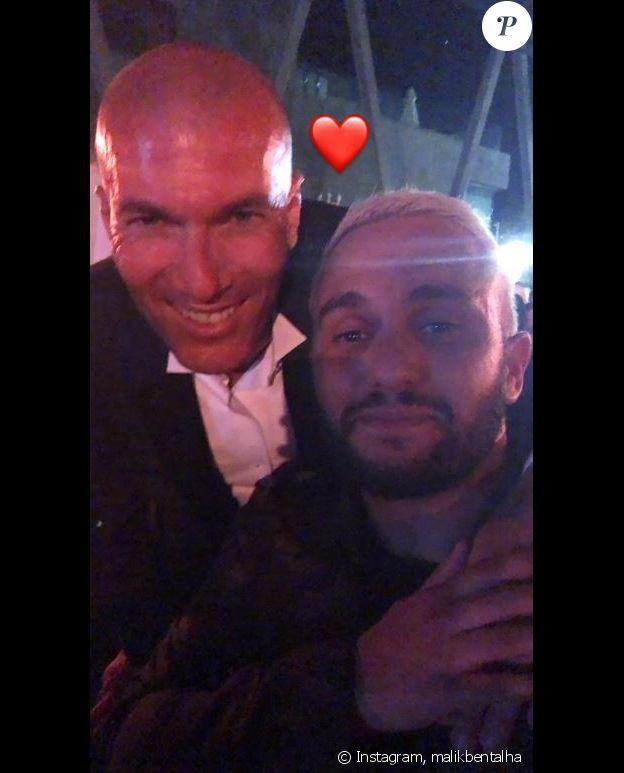 Malik Bentalha pose avec Zinédine Zidane au Z5 d'Aix-en-Provence le 23 juin 2019.