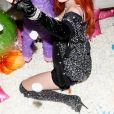 Bella Thorne prend des poses lascives pour les photographes, elle porte un ensemble sexy noir à strass et des cuissardes assorties au Coachella Valley Music and Arts Festival, Indio, le 13 avril 2019.