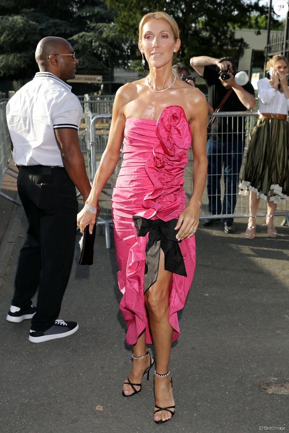 Céline Dion au défilé Miu Miu à l'hippodrome d'Auteuil à Paris, lors de la Paris Fashion Week, le 29 juin 2019. Paris