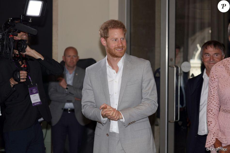 """Le prince Harry assiste à l'événement caritatif """"Diana Award National Youth Mentoring Summit"""" à Londres, le 2 juillet 2019."""