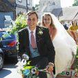 Charlie Van Straubanzee et sa femme Daisy Jenkins lors de leur mariage, en présence du prince Harry, témoin, et de la duchesse Meghan, à l'église Sainte-Marie-La-Vierge à Frensham, le 4 août 2018.