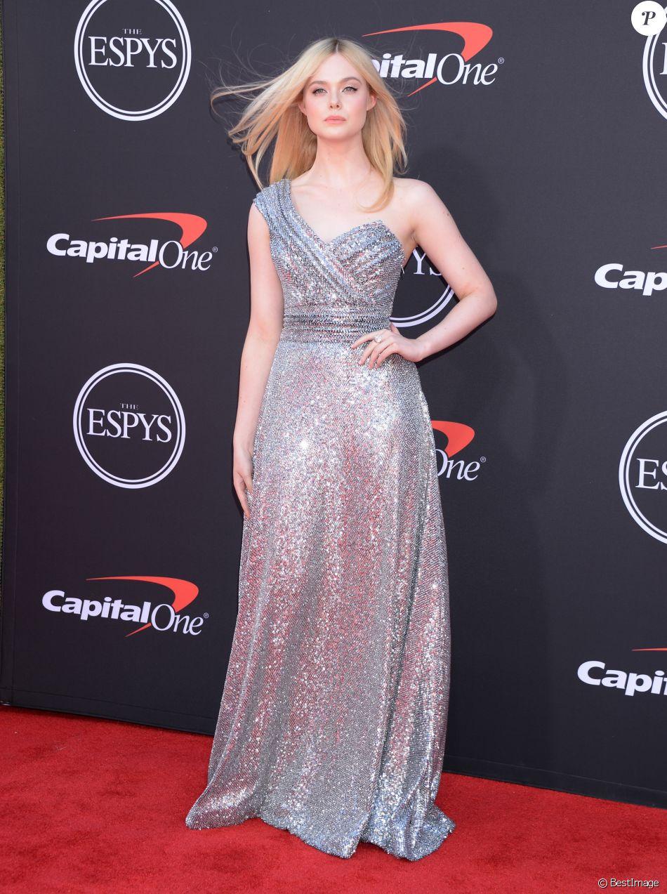 Elle Fanning assiste aux ESPY Awards 2019 au Staples Center à Los Angeles, le 10 juillet 2019.