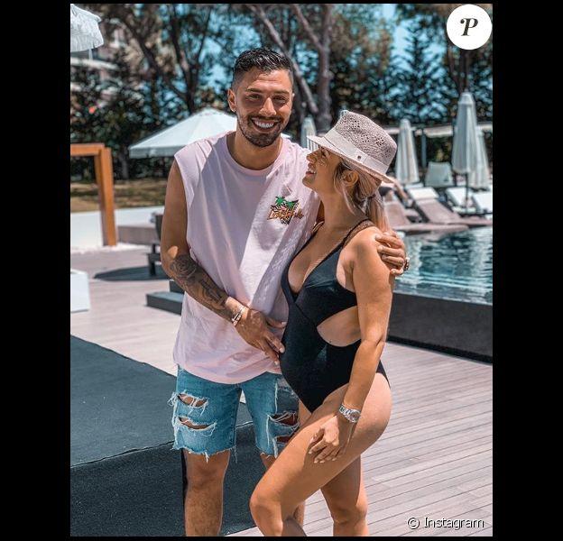 Carla Moreau (Les Marseillais), enceinte de son premier enfant, se dévoile sur Instagram en juillet 2019.
