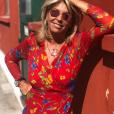 Caroline Margeridon souriante et sublime en robe à Saint-Ouen, le 10 juillet 2019