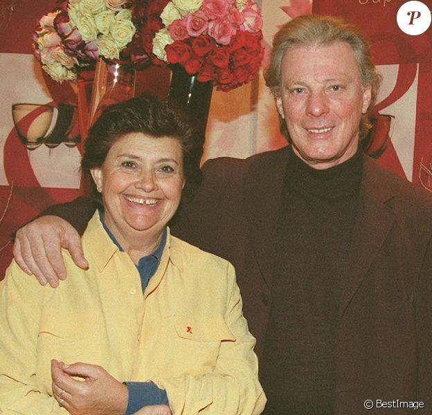 Herbert Léonard et sa femme Cléo au baptême du millésime Bordeaux, au Pavillon Gabriel, à Paris, le 18 mars 2002.