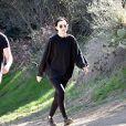 Exclusif - Rooney Mara et son compagnon Joaquin Phoenix font une randonnée sur les hauteurs de Los Angeles le 2 février 2018.