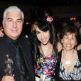 Amy Winehouse avec son père Mitch et sa mère Janis à la cérémonie des Ivor Novello Awards à Londres le 22 mai 2008.