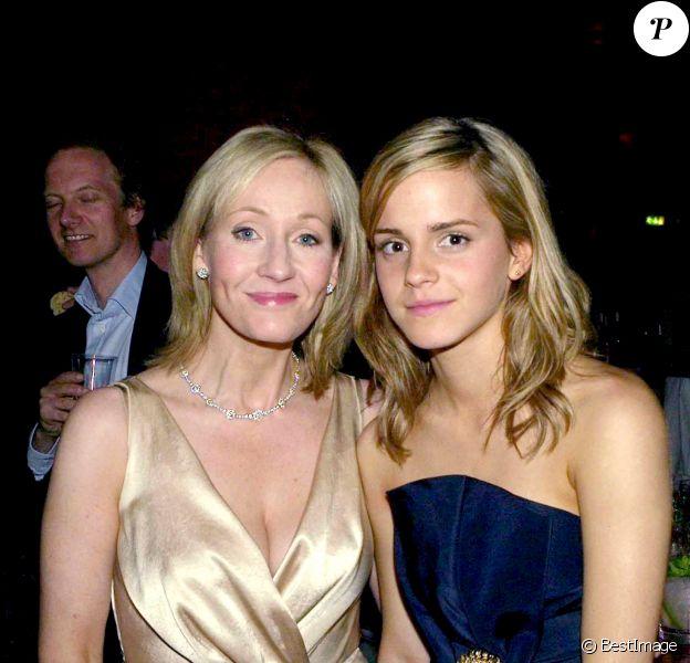 """JK Rowling et Emma Watson- Soirée de la première du film """"Harry Potter et l'ordre du Phoenix"""" à Londres, le 3 juillet 2007."""