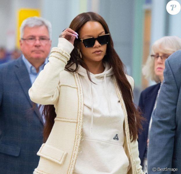 Rihanna arrive à l'aéroport de JFK à New York. Rihanna revient d'Italie où elle a passé des vacances romantiques avec son compagnon H. Jameel. Le 7 juin 2019.