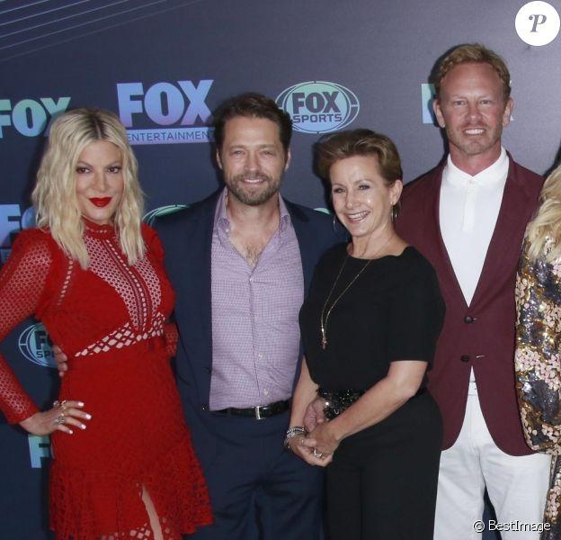 Tori Spelling, Jason Priestley, Gabrielle Carteris, Ian Ziering, Jennie Garth et Brian Austin Green à la soirée FOX 2019 Upfront au Wollman Rink à Central Park, New York, le 13 mai 2019.