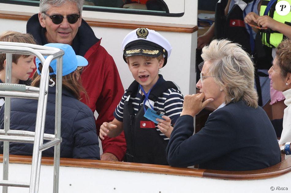 Le prince George, adorable marin, et sa soeur Charlotte lors de la régate King's Cup au large de l'île de Wight, le 7 août 2019.