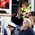 Le prince George de Cambridge, la princesse Charlotte - Les enfants du duc et de la duchesse de Cambridge regardent d'un bateau la régate King's Cup le 8 août 2019.