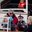 Carole et Michael Middleton, le prince George de Cambridge - Les enfants du duc et de la duchesse de Cambridge regardent d'un bateau la régate King's Cup le 8 août 2019. P