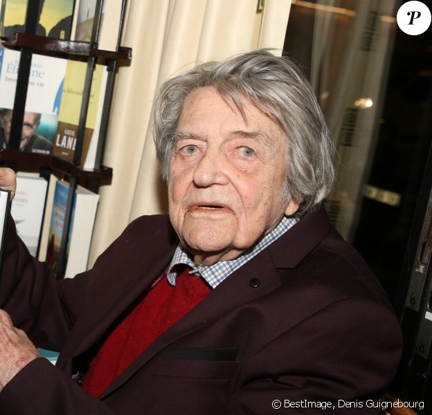 """Jean-Pierre Mocky dédicace son nouveau livre """"Une vie de cinéma"""" aux Deux Magots à Paris le 4 février 2019. © Denis Guignebourg/BestImage"""