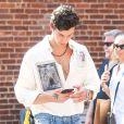 Shawn Mendes se balade avec un ami dans le quartier de Brooklyn le jour de son anniversaire (21 ans) à New York, le 8 août 2019