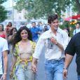 Camila Cabello se balade main dans la main avec son compagnon Shawn Mendes après avoir diné en tête à tête au restaurant Dumbo House dans le quartier de Brooklyn à New York. Les amoureux sont allés fêter l'anniversaire de Shawn (21 ans). le 8 août 2019