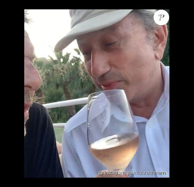 Michel Drucker Rose A La Main Pompette Il Imite Johnny Hallyday Purepeople